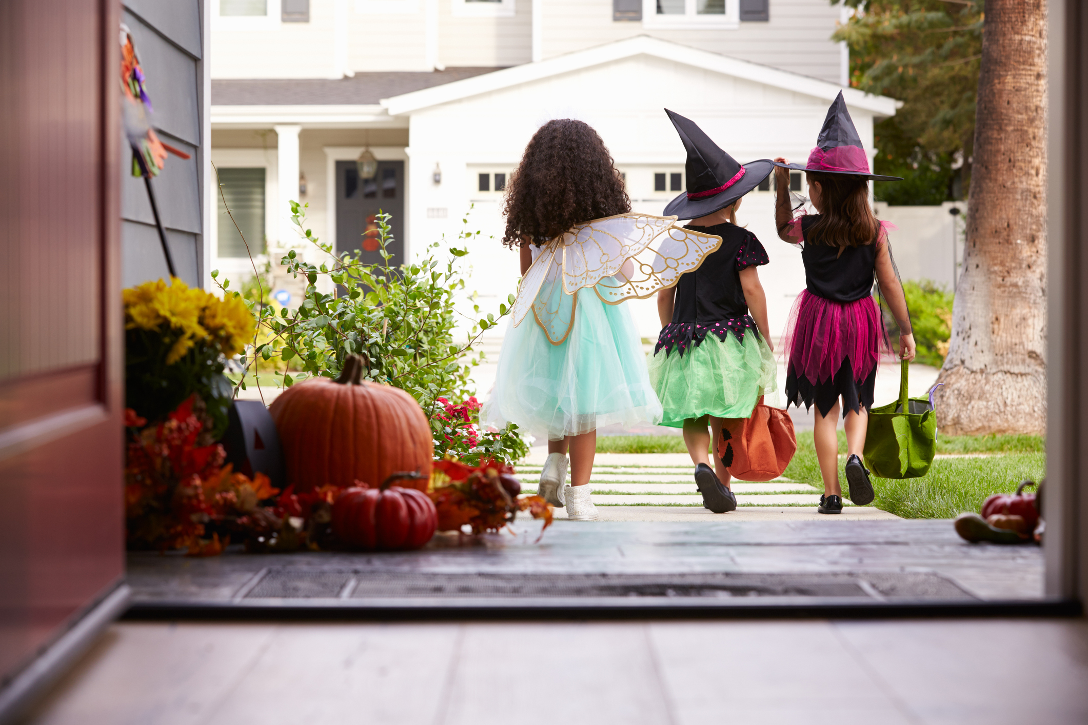 trick or treaters halloween sos